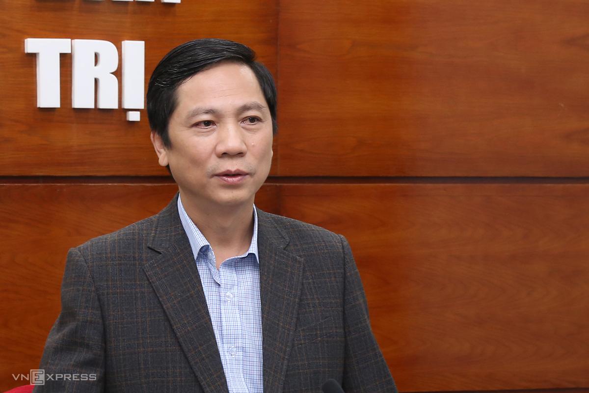 Ông Hoàng Nam, Phó chủ tịch UBND tỉnh Quảng Trị yêu cầu ngành y tế chuyển sang thu phí cách ly tại các cửa khẩu nhằm giảm áp lực tài chính cho các cơ sở cách ly. Ảnh: Hoàng Táo