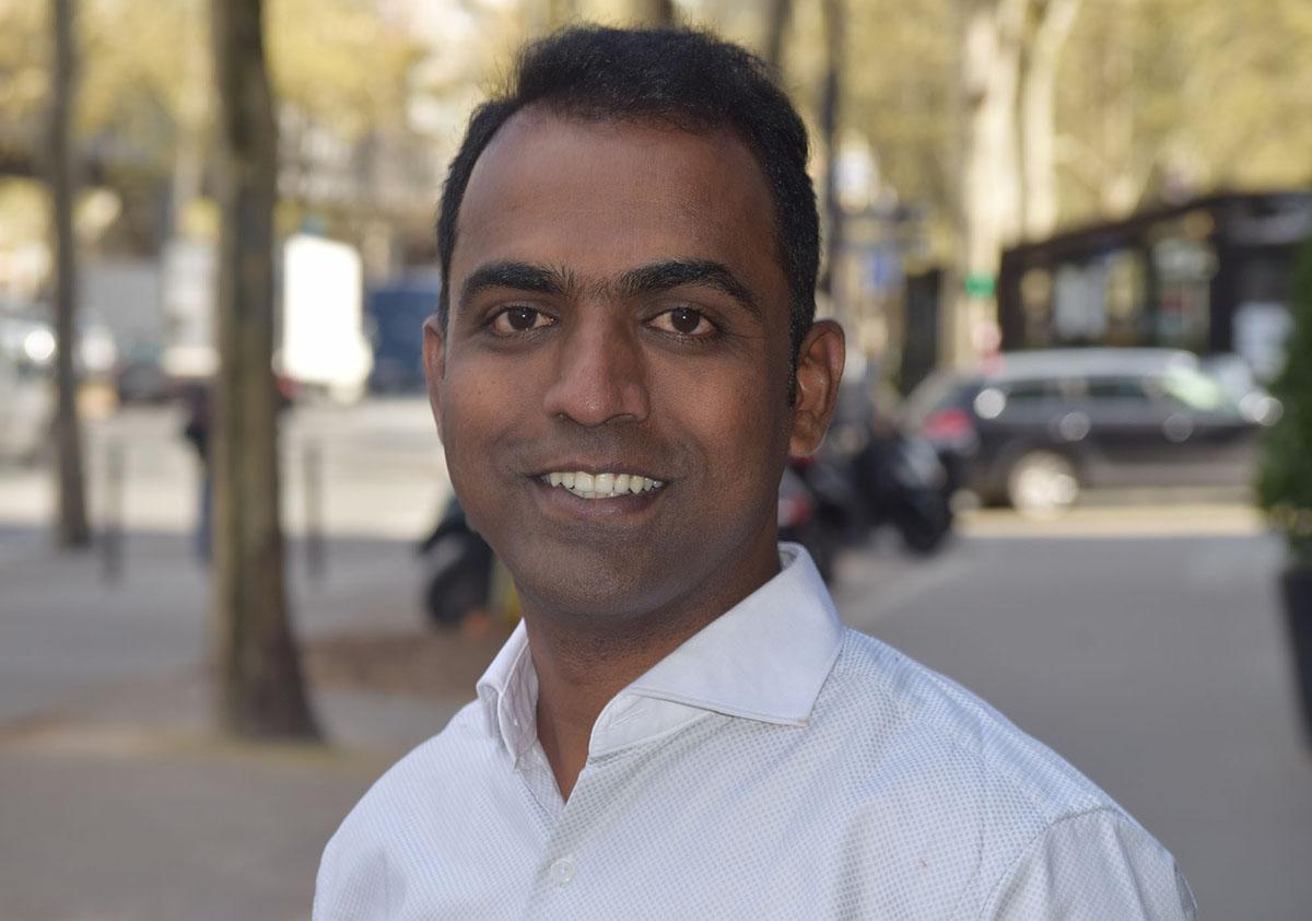 Ranjitsinh Disale nhận giải thưởng một triệu USD từ Varkey Foundation, đơn vị sáng lập giải thưởng giáo viên toàn cầu. Ảnh: Global Teacher Prize.
