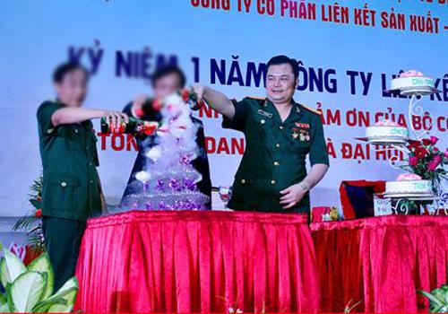 Lê Xuân Giang trong lễ kỷ niệm một năm công ty hoạt động đa cấp.