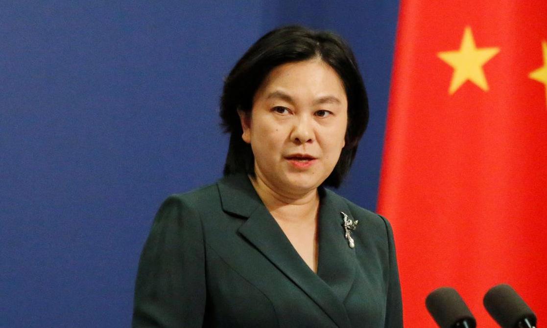 Phát ngôn viên Hoa Xuân Oánh họp báo tại Bắc Kinh hồi tháng 10. Ảnh: Reuters.