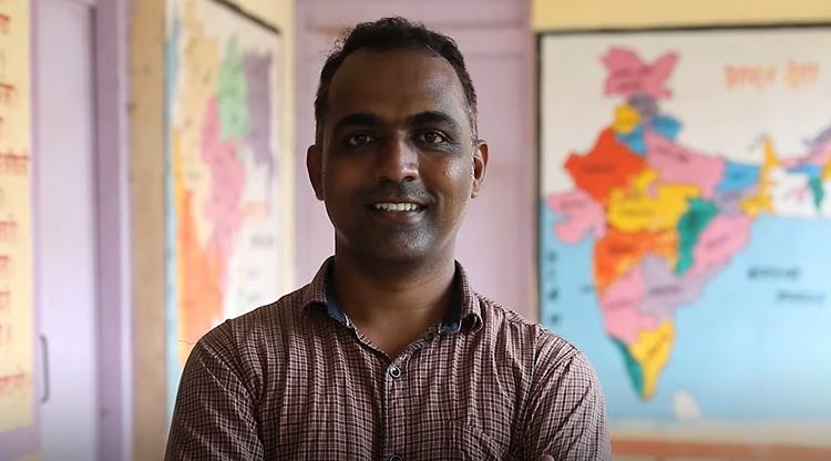 Ranjitsinh Disale trở thành người truyền cảm hứng cho giáo viên khắp Ấn Độ. Ảnh: Global Teacher Prize.