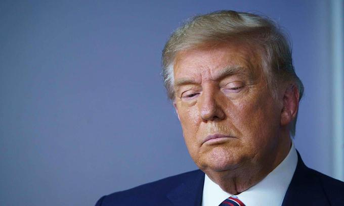 Tổng thống Donald Trump trong cuộc họp báo về giá thuốc ở Nhà Trắng hôm 20/11. Ảnh: AFP.