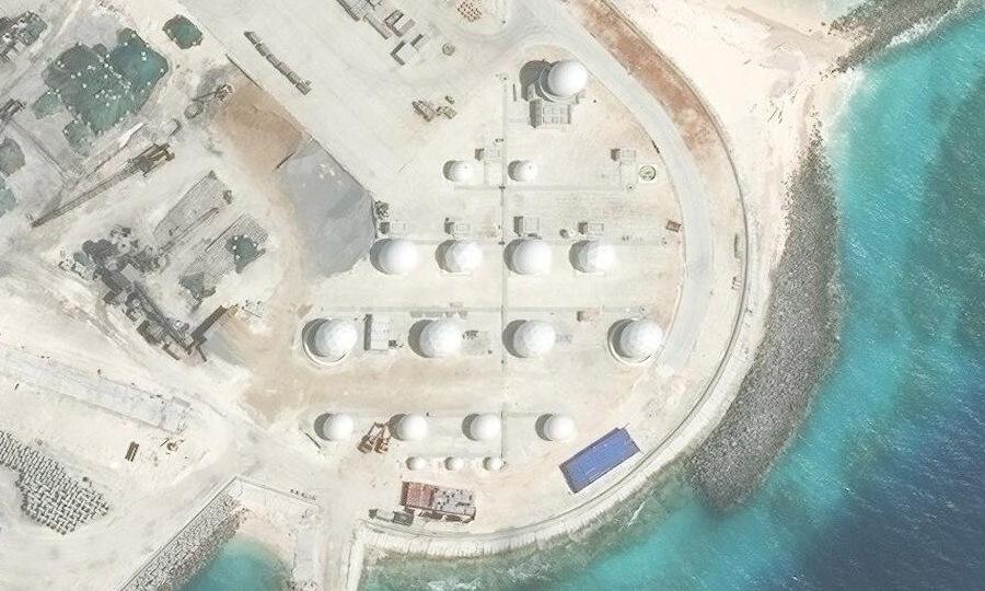 Cụm cảm biến Trung Quốc triển khai trái phép trên đá Chữ Thập. Ảnh: CSIS.