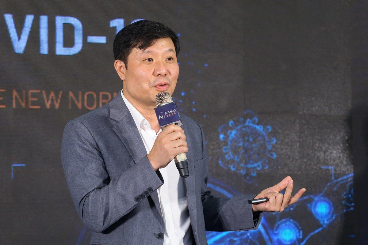 GS Vũ Hà Văn nhấn mạnh vai trò của dữ liệu trong phát triển giải pháp ứng dụng AI. Ảnh: BTC.