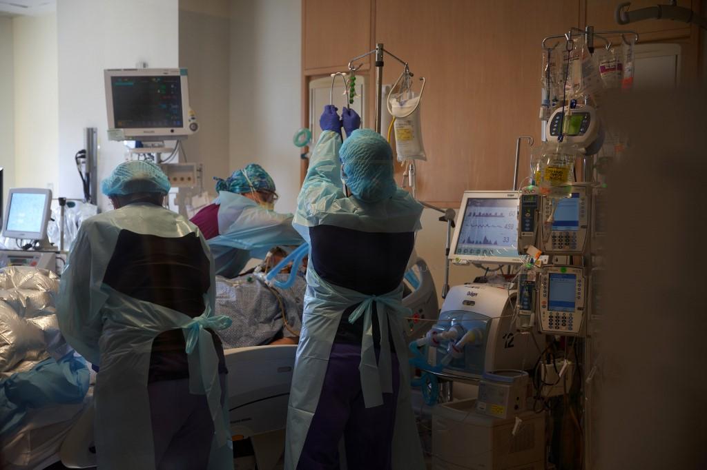 Y tá chăm sóc bệnh nhân Covid-19 tại bệnh viện UMass, thành phố Worcester, bang Massachusetts, hôm 4/12. Ảnh: AFP.