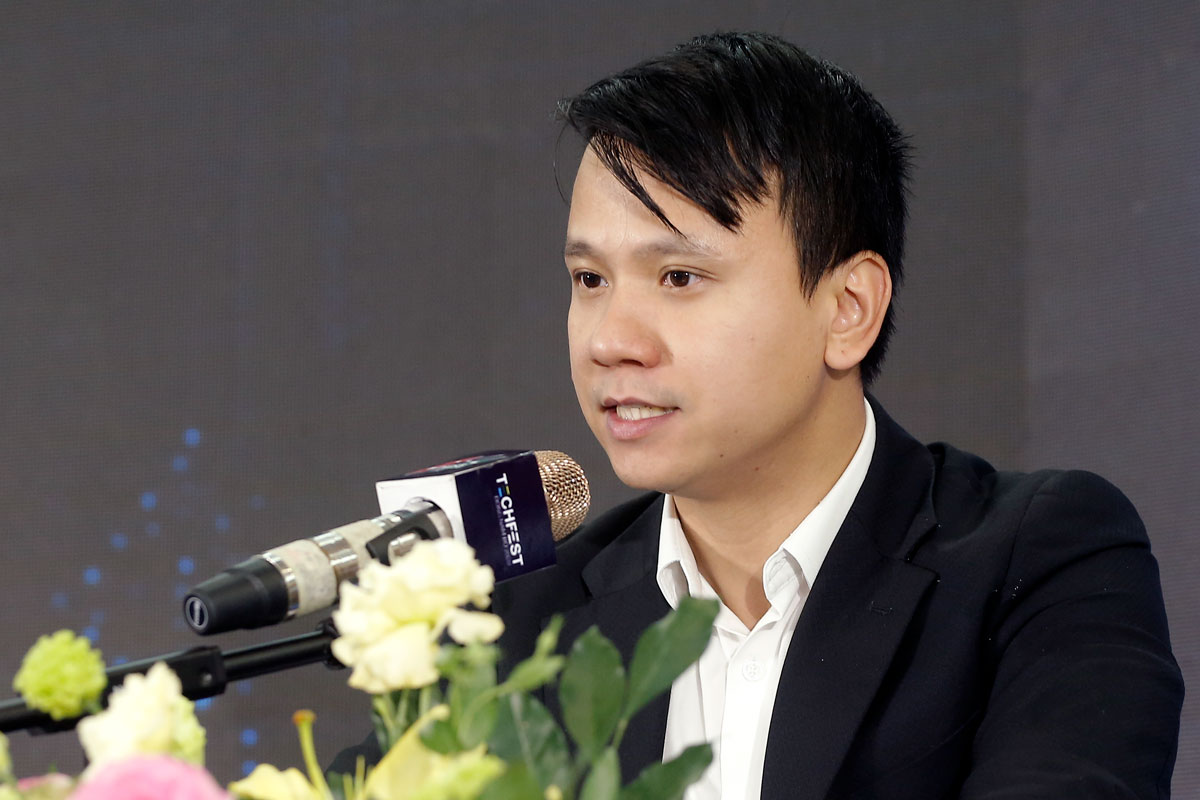 TS Nguyễn Xuân Phong nêu ví dụ minh họa từ kinh nghiệm thế giới trong việc hình thành hệ sinh thái AI. Ảnh: BTC.