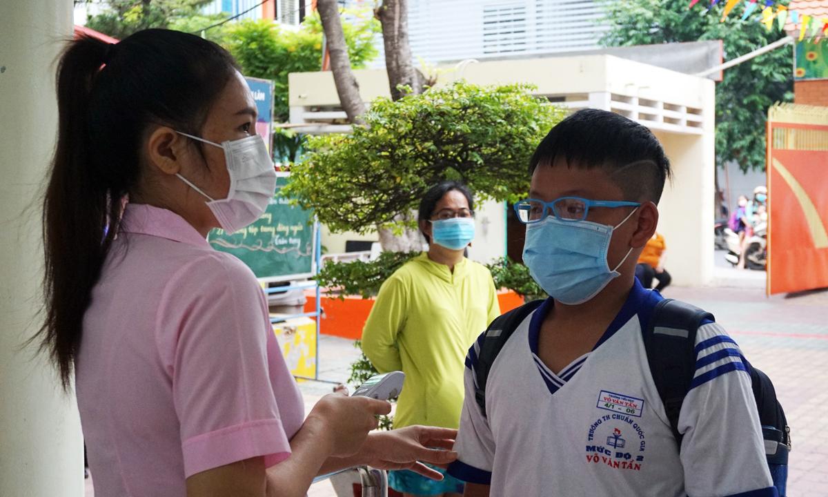 Học sinh trường Tiểu học Võ Văn Tần trong buổi học sáng 7/12, sau gần một tuần nghỉ học phòng Covid-19. Ảnh: Lê Nam.
