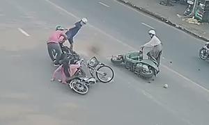 Người dân vây bắt tên cướp giật dây chuyền
