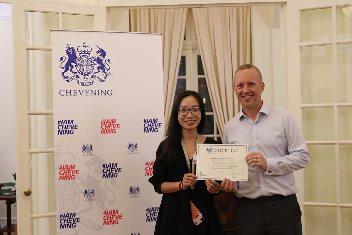 Mai Linh nhận học bổng Chevening của chính phủ Anh. Ảnh: Mai Linh.