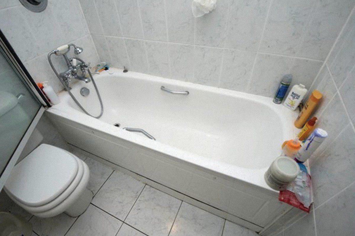 Chiếc bồn tắm nơi phát hiện thi thể của Gareth Williams. Ảnh: The Unredacted.