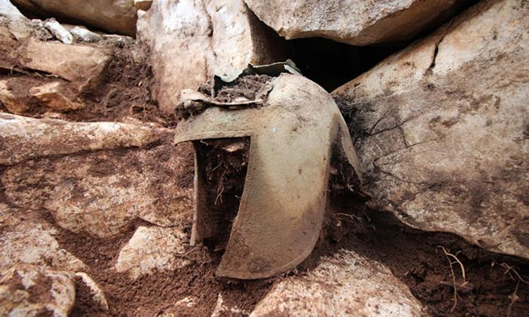 Chiếc mũ giáp bằng đồng được tìm thấy trong mộ chiến binh. Ảnh: Dubrovnik Museums.