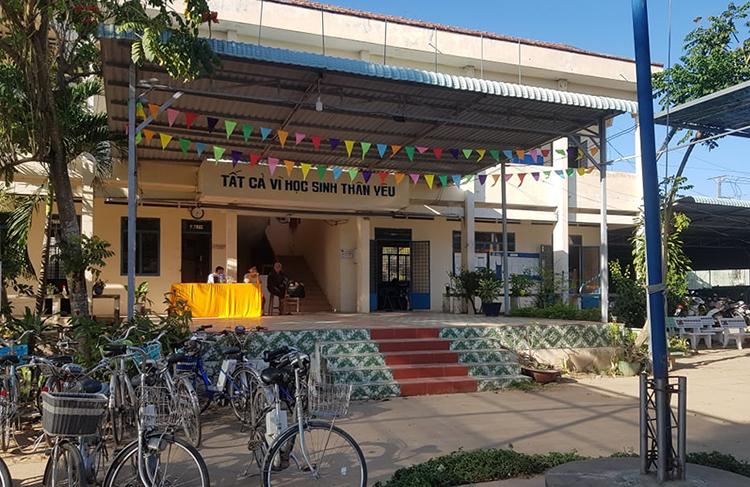 Khu vực văn phòng Trường THPT Vĩnh Xương. Ảnh: An Phú