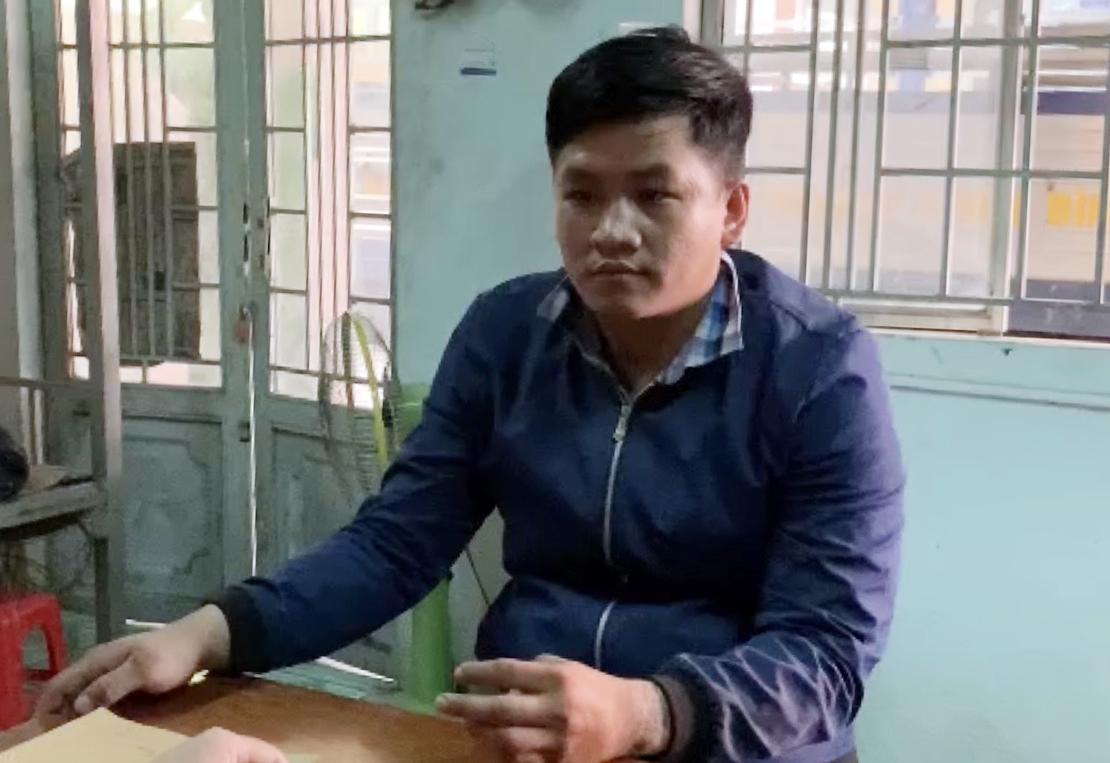 Lê Tấn Thành tại cơ quan công an, ngày 8/12. Ảnh: Yên Khánh.