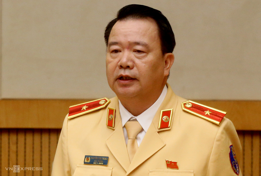 Thiếu tướng Nguyễn Văn Trung, Cục trưởng Cục CSGT phát biểu trong cuộc họp sáng 9/12. Ảnh: Bá Đô