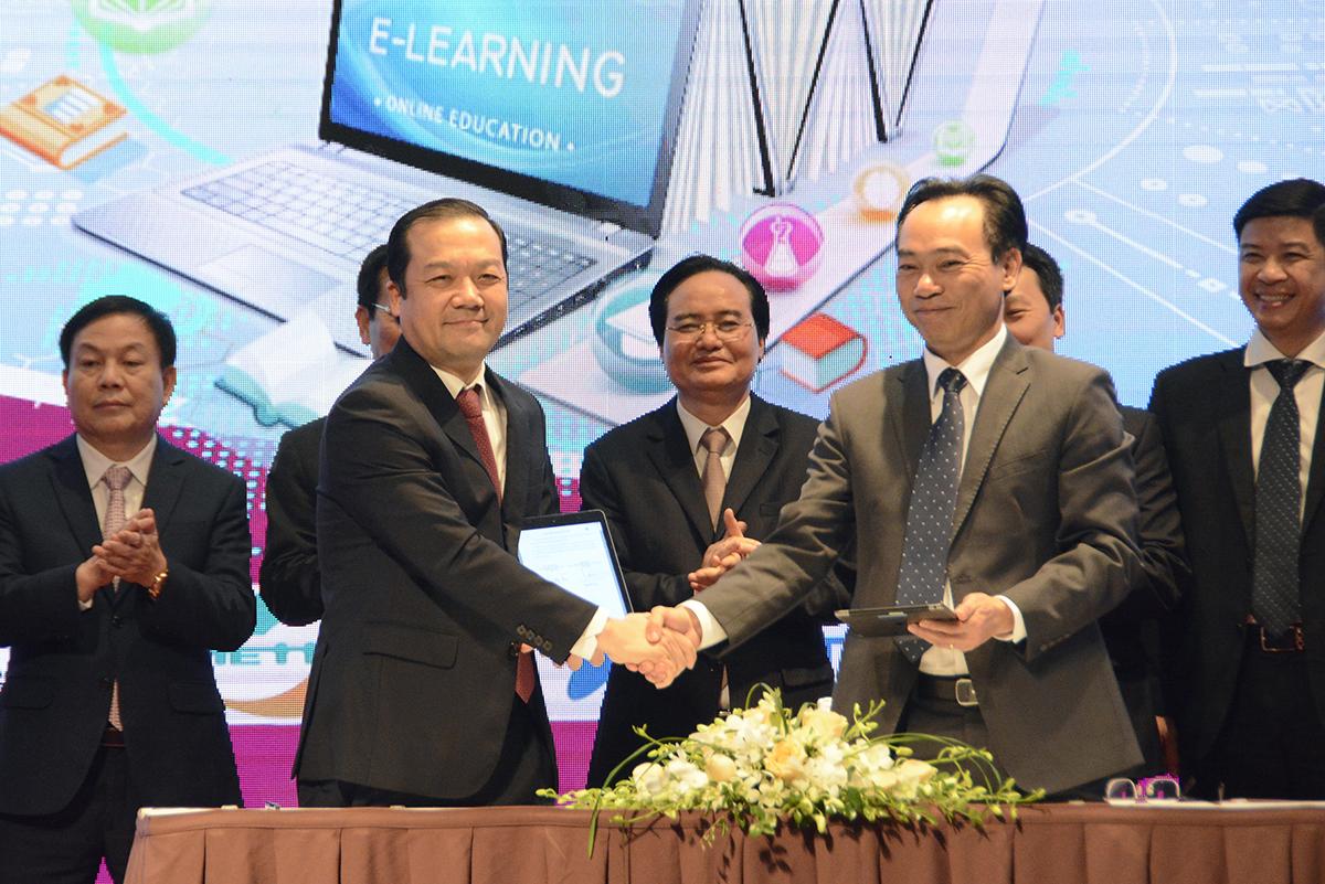 Đại diện doanh nghiệp ký kết hợp tác với Bộ Giáo dục và Đào tạo nhằm thúc đẩy chuyển đổi số trong giáo dục và đào tạo. Ảnh: MOET.