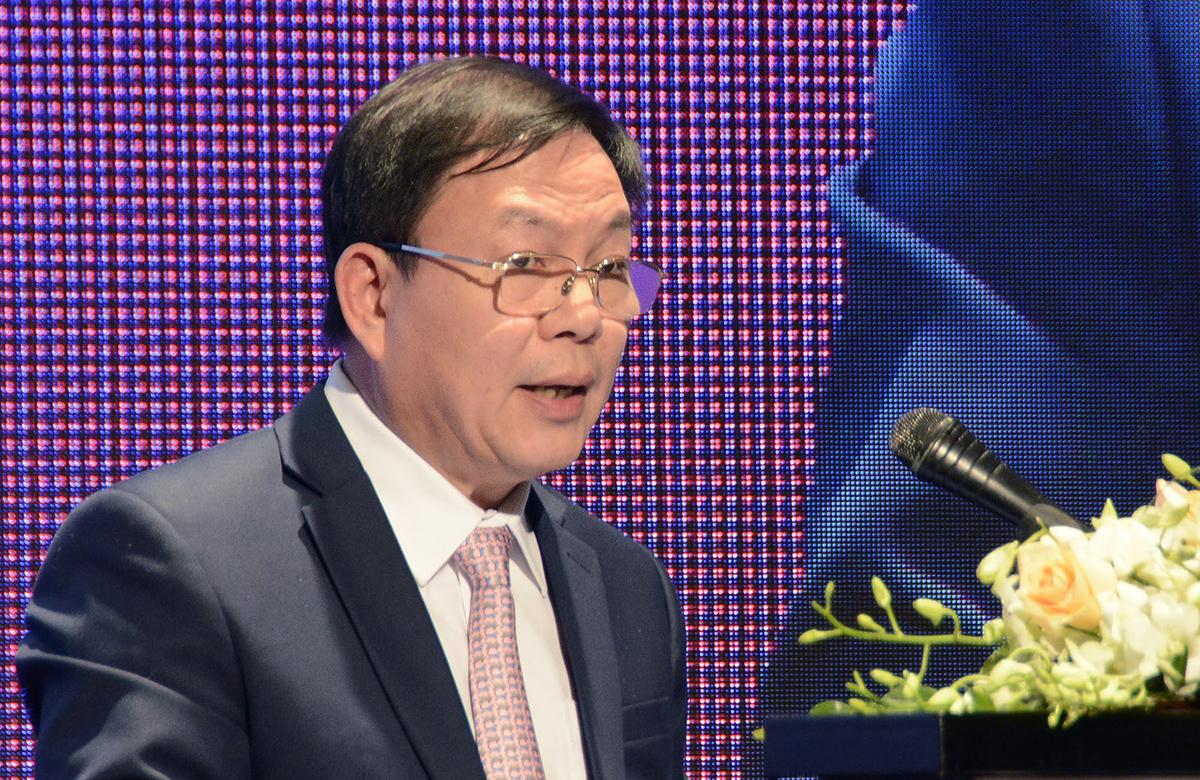 Ông Lê Đăng Dũng nêu các đề xuất về chuyển đổi số trong giáo dục tại hội thảo ngày 9/12. Ảnh: MOET.