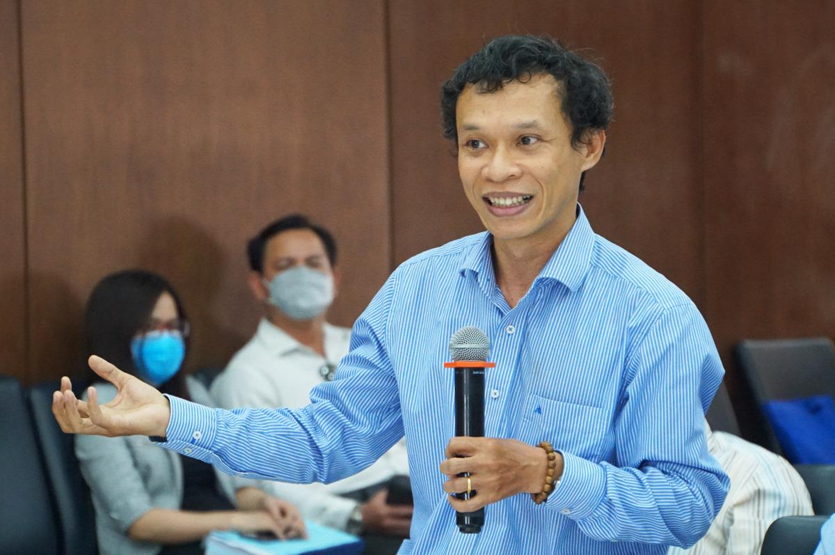 Ông Lưu Đức Quang, giảng viên Luật, Đại học Kinh tế - Luật nêu ý kiến tại hội thảo sáng 9/12. Ảnh: Mạnh Tùng.