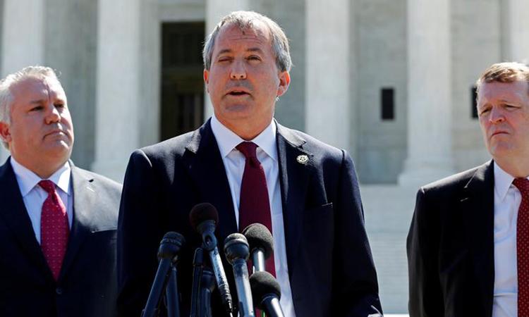 Tổng chưởng lý bang Texas Ken Paxton phát biểu tại cuộc họp báo trước Tòa án Tối cao ở thủ đô Washington năm 2016. Ảnh: Reuters.