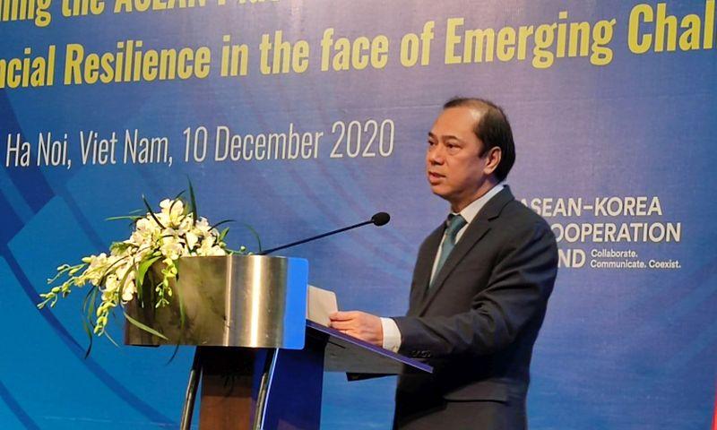 Thứ trưởng Ngoại giao Nguyễn Quốc Dũng phát biểu tại Diễn đàn Đông Á (EAF) lần thứ 18, tại Hà Nội sáng 10/12.