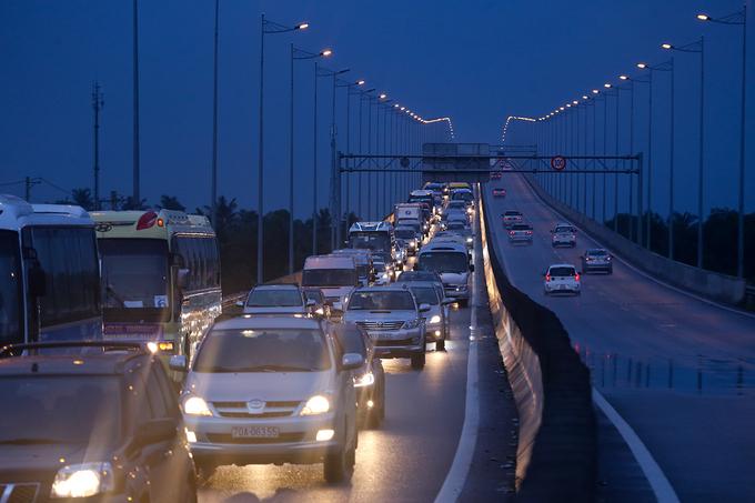 Cao tốc TP HCM - Long Thành - Dầu Giây thường kẹt xe vào cuối tuần, lễ, Tết. Ảnh:Quỳnh Trần.