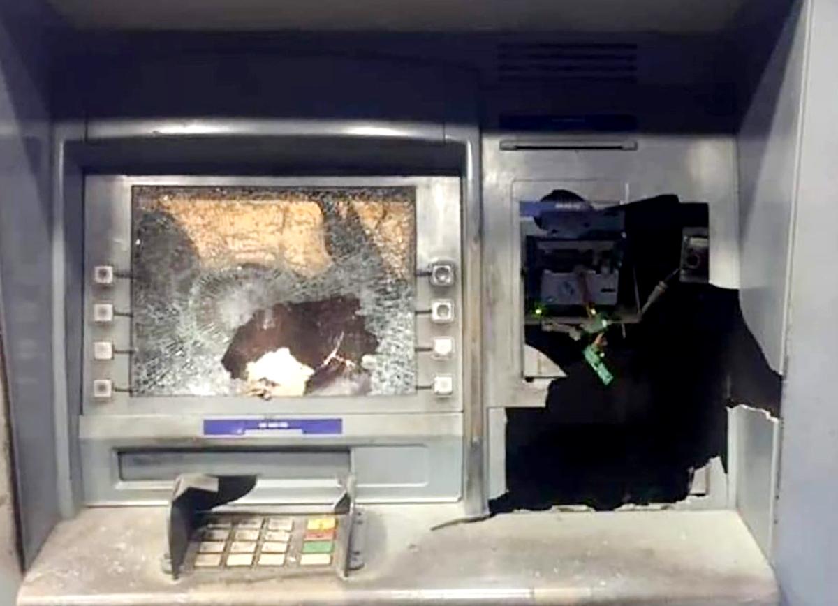 Máy ATM bị Sê đập vỡ tối 10/12. Ảnh: Yên Khánh.