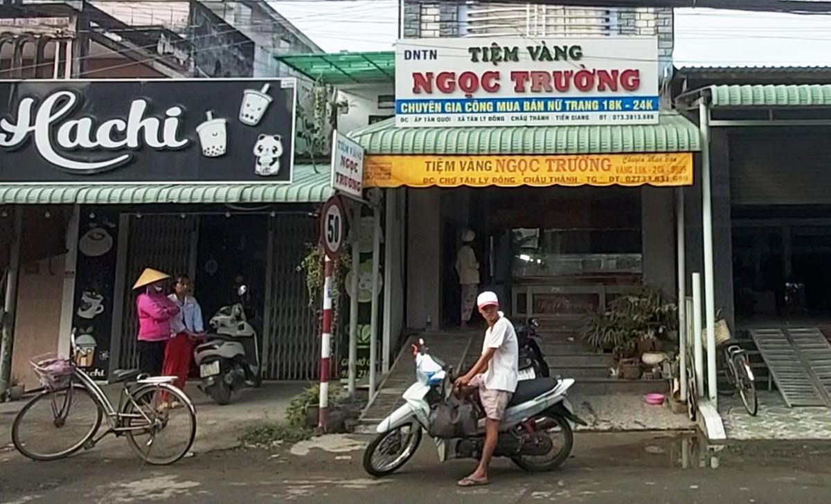 Tiệm vàng nơi thanh niên hành hung ông Lương Thanh Năm nghi cướp tài sản. Ảnh: Thịnh Tiến