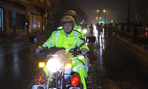 Xe cảnh sát dẫn đường chạy thử VnExpress Marathon Huế
