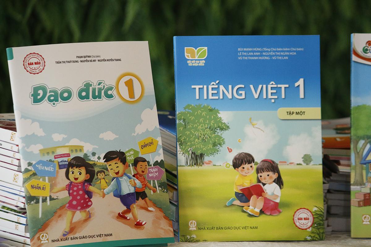 Những cuốn sách giáo khoa lớp 1 theo chương trình giáo dục phổ thông mới của Nhà xuất bản Giáo dục Việt Nam. Ảnh: Thanh Hằng.