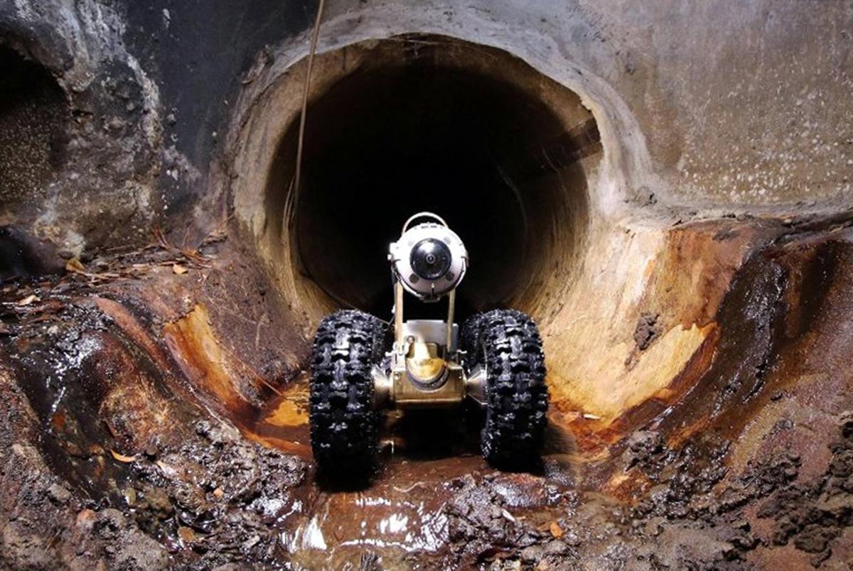 Robot bắt đầu vào kiểm tra, phát hiện hư hỏng ở cống thoát nước. Ảnh: UDC.
