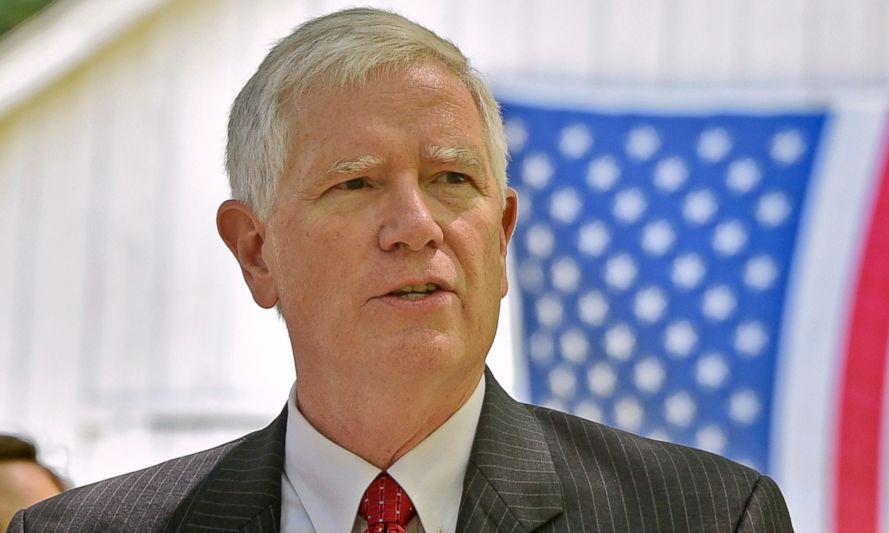 Hạ nghị sĩ Mo Brooks phát biểu tại thành phố Huntsville, bang Alabama, hồi tháng 5/2017. Ảnh: AP.