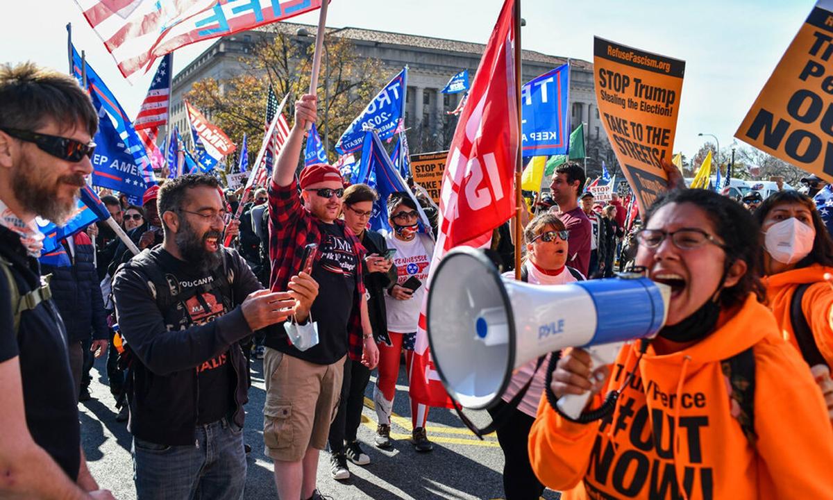 Người ủng hộ Trump biểu tình ở Washington hồi tháng 11. Ảnh: NYTimes.