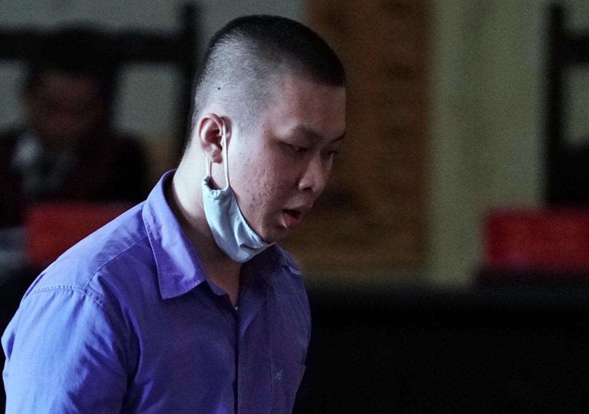 Bị cáo Nguyễn Duy Thanh khai hành vi che giấu anh họ Tuấn Khỉ. Ảnh: Hữu Khoa.