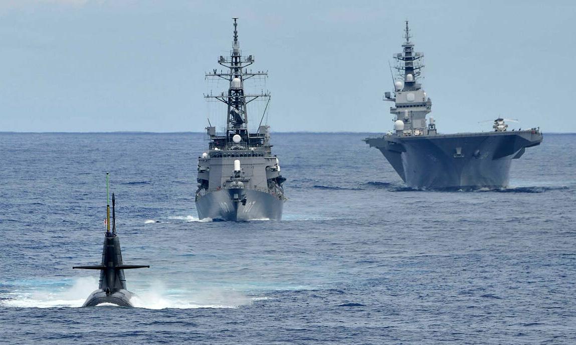 Nhóm chiến hạm Nhật Bản diễn tập trên Biển Đông hồi tháng 10. Ảnh: JMSDF.