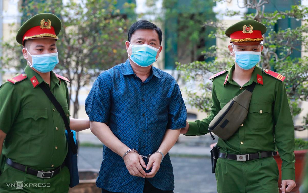 Ông Đinh La Thăng được đưa đến tòa sáng 16/12. Ảnh: Hữu Khoa.
