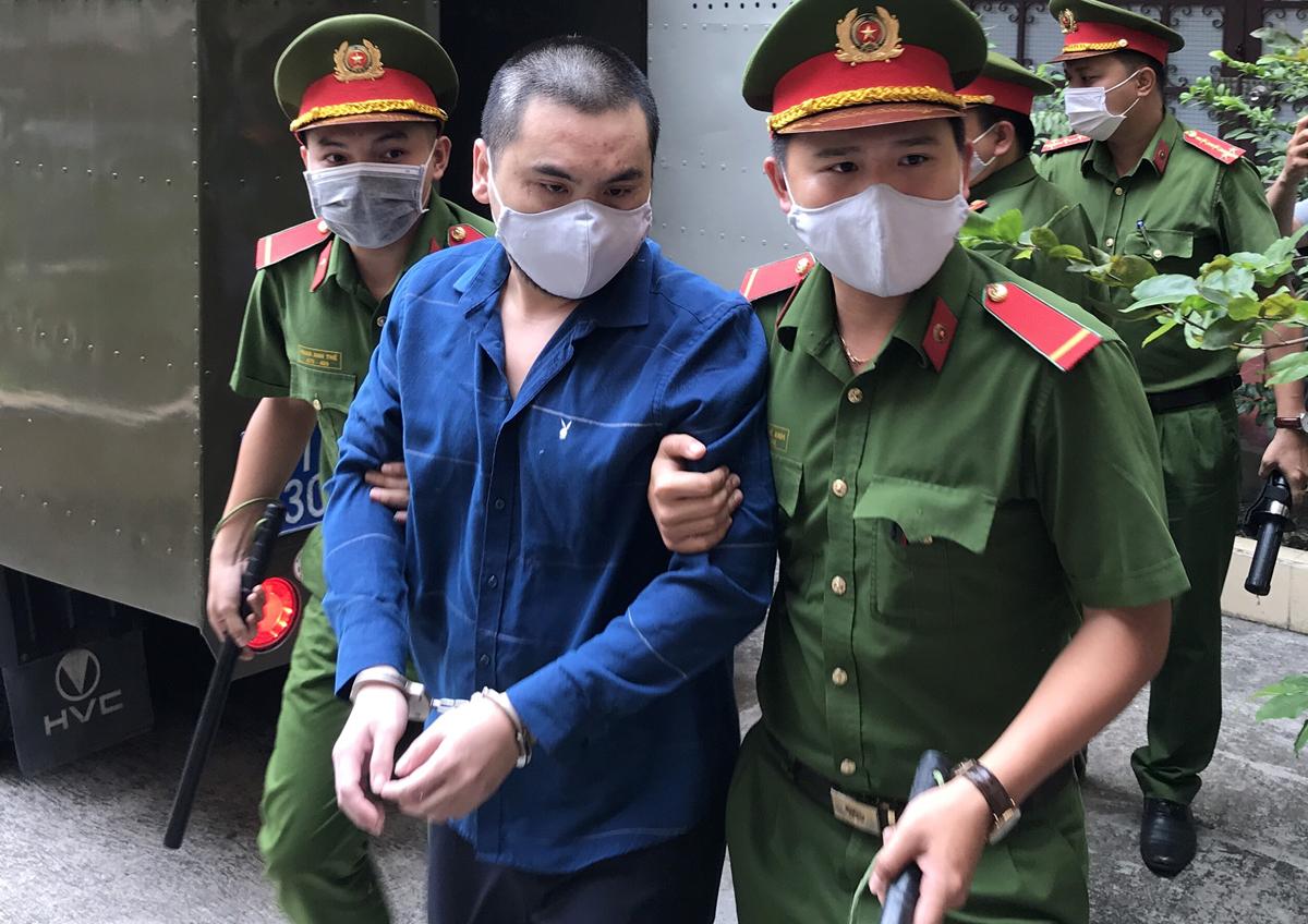 Bị cáo Trần Hoàng Phong tại tòa chiều 16/12. Ảnh: Đình Văn.
