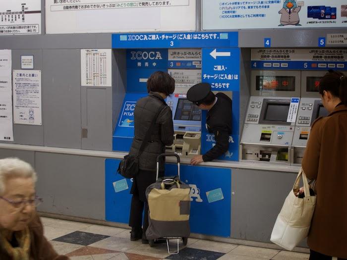 Vì các tàu điện ngầm của Nhật Bản nổi tiếng bận rộn...