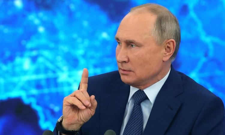 Tổng thống Nga Vladimir Putin phát biểu trong cuộc họp báo thường niên tại dinh thự ở ngoại ô Moskva hôm nay. Ảnh: AFP.