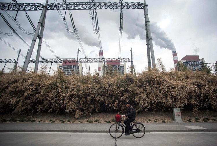 Một nhà máy nhiệt điện ở Thượng Hải, Trung Quốc. Ảnh: AFP.