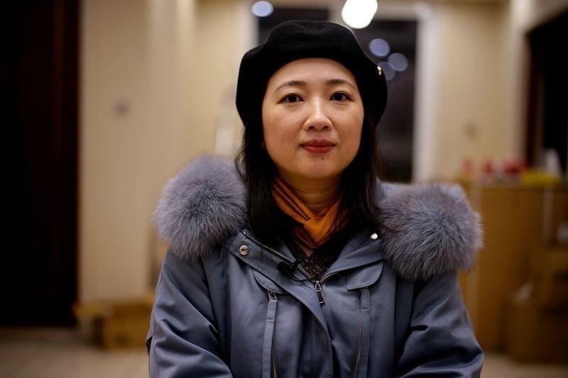 Duan Ling trong căn hộ mới ở Vũ Hán hôm 13/12. Ảnh: Reuters