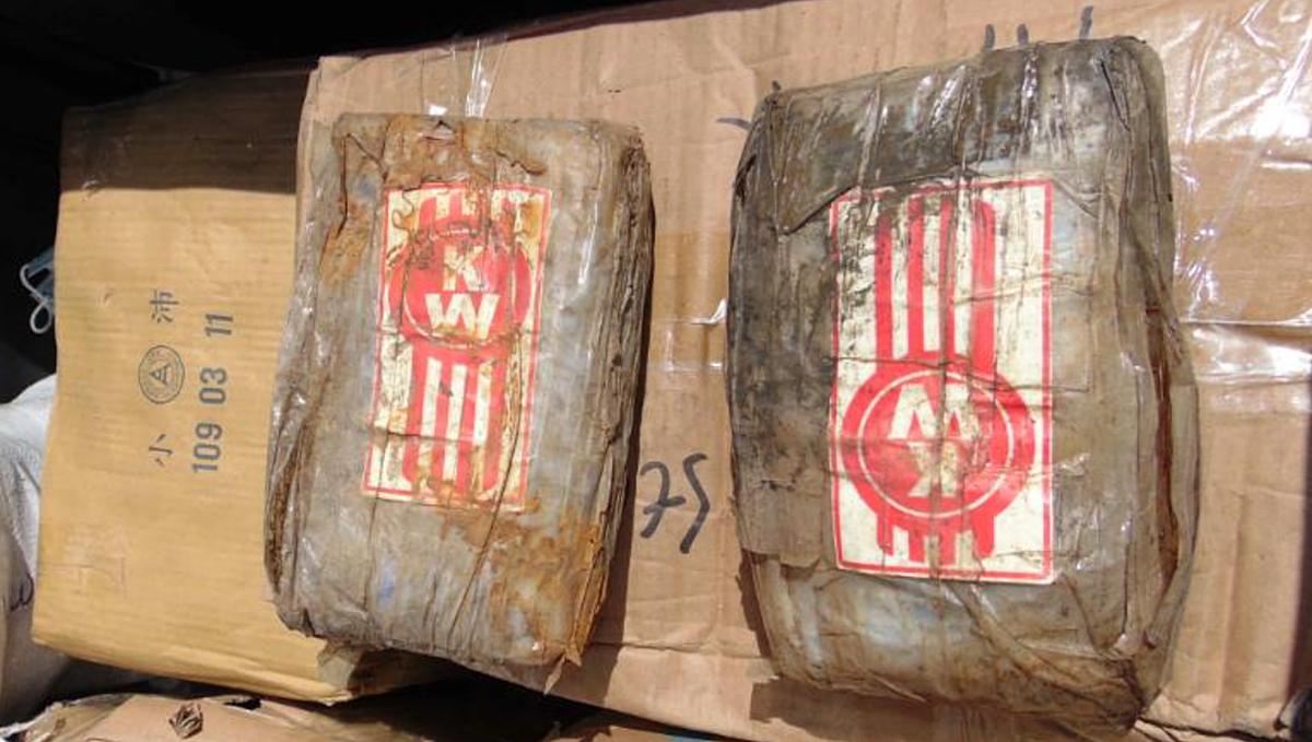 Các túi cocaine nặng 1 kg được tìm thấy trên thuyền ma dạt vào quần đảo Marshall. Ảnh: AFP.