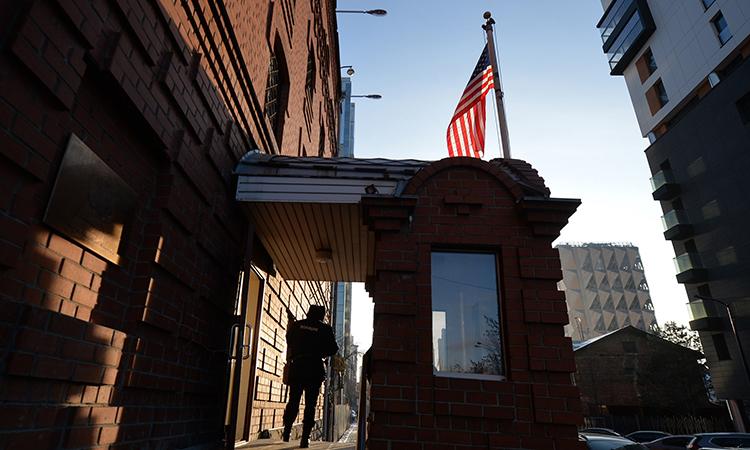 Lãnh sự quán Mỹ tại thành phố Yekaterinburg, Nga, hôm 14/12. Ảnh: AP.