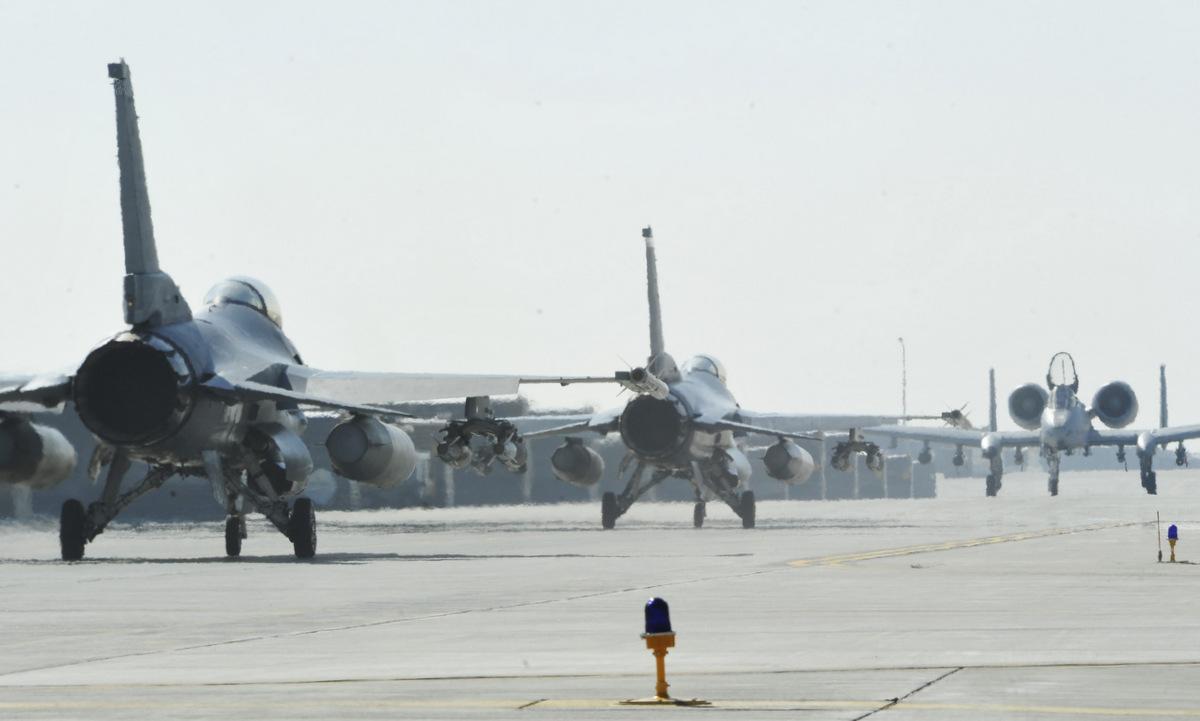 Chiến đấu cơ Mỹ triển khai tại căn cứ Bagram năm 2014. Ảnh: USAF.