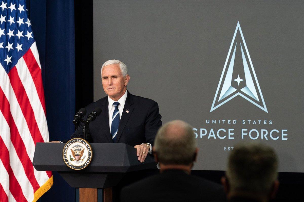 Phó tổng thống Mỹ Mike Pence trong lễ kỷ niệm một năm thành lập USSF. Ảnh: Twitter/Mike Pence