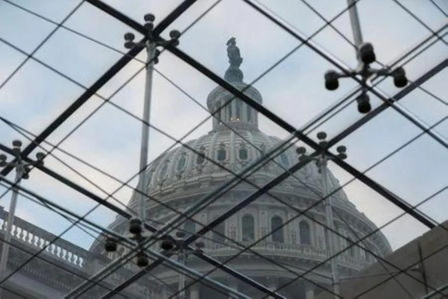 Chóp tòa nhà quốc hội Mỹ nhìn từ giếng trời bên trong hôm 18/12. Ảnh: Reuters