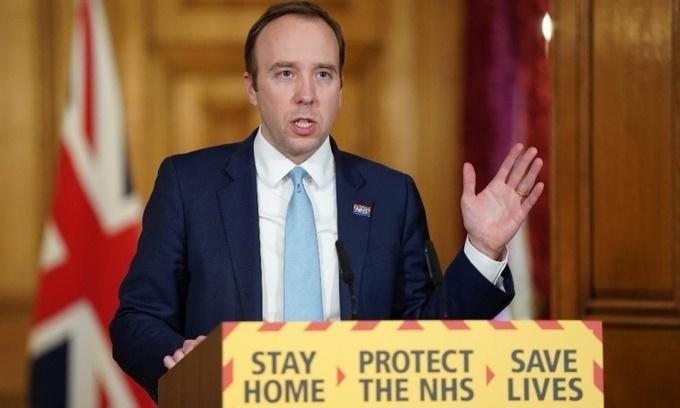Bộ trưởng Y tế Matt Hancock tại một cuộc họp báo ở số 10 phố Downing hồi tháng 4. Ảnh: AFP.