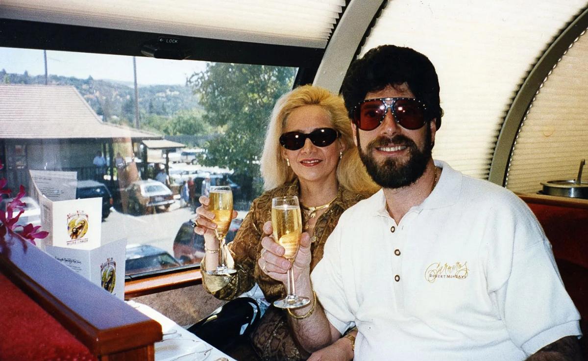 Benji Novack (phải) và vợ Narcy. Ảnh: Miami Herald.