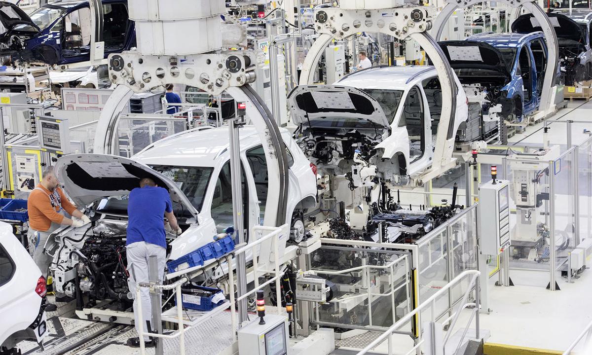 Một dây chuyền sản xuất ôtô của hãng Volkswagen. Ảnh: Volkswagen