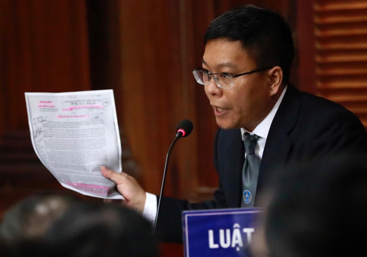 Luật sư bảo vệ Đinh La Thăng. Ảnh: Hữu Khoa.