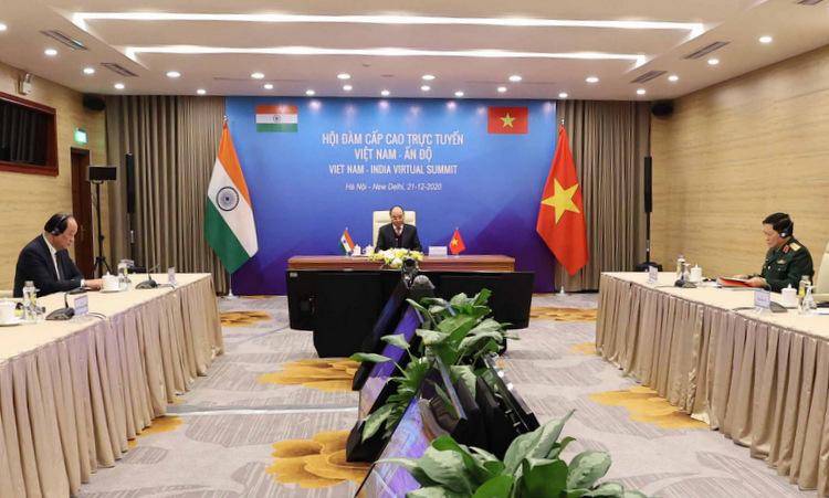 Thủ tướng Nguyễn Xuân Phúc hội đàm trực tuyến với Thủ tướng Modi ngày 21/12. Ảnh: Bộ Ngoại giao.