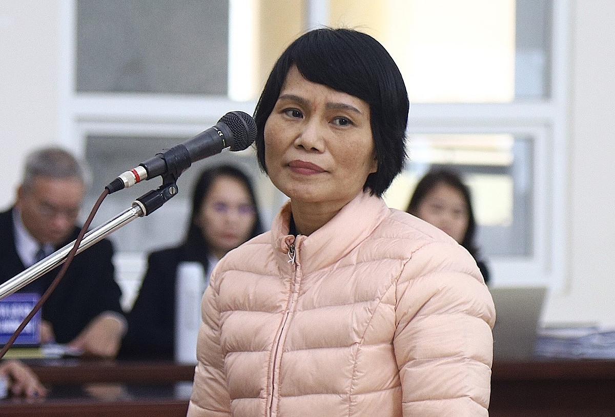 Bị cáo Nguyễn Thị Thuỷ tại phiên chất vấn ngày 22/12. Ảnh: Thanh Danh